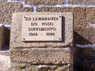 Placa colocada no Cambedo por um conjunto de intelectuais galegos