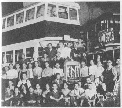 Primeiro autocarro construido numa fábrica de automóveis colectivizada