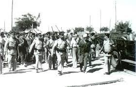 Marinheiros da Organização Revolucionária da Armada conduzidos, sobre escolta, para o campo de concentração do Tarrafal, em Outubro de 1936