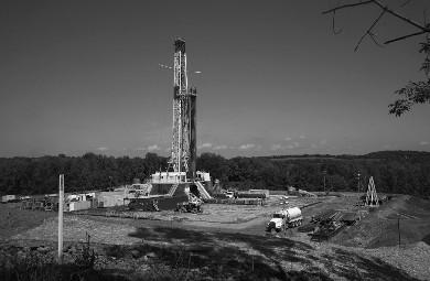 A fractura hidráulica é um processo altamente perigoso pela infiltração e contaminação química nos aquíferos e subsolo, e pelo aumento de risco de terramotos.