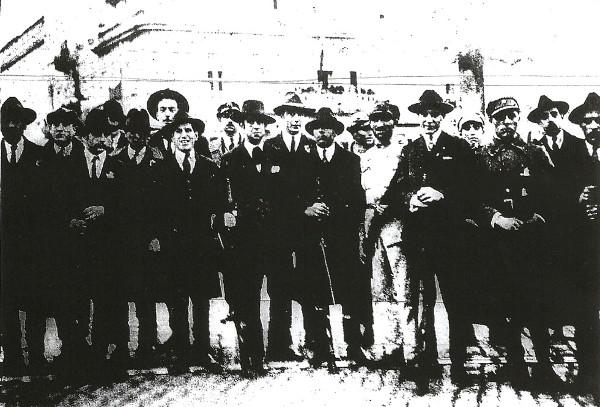 Grupo de civis que actuou na insurreição no porto.