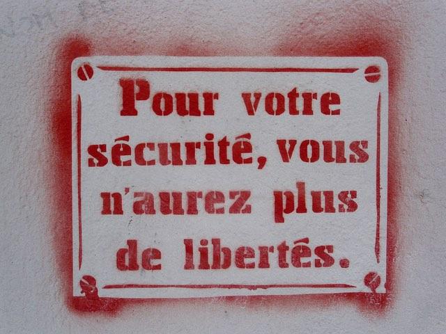 [França] Mais 3 meses de estado de emergência
