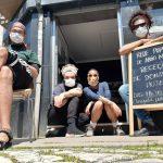 Núcleo Anti-Racista do Porto no CSA A Gralha à espera de doações de alimentos, frutas, vegetais e itens de higiene para a Rede Popular de Apoio Mútuo.