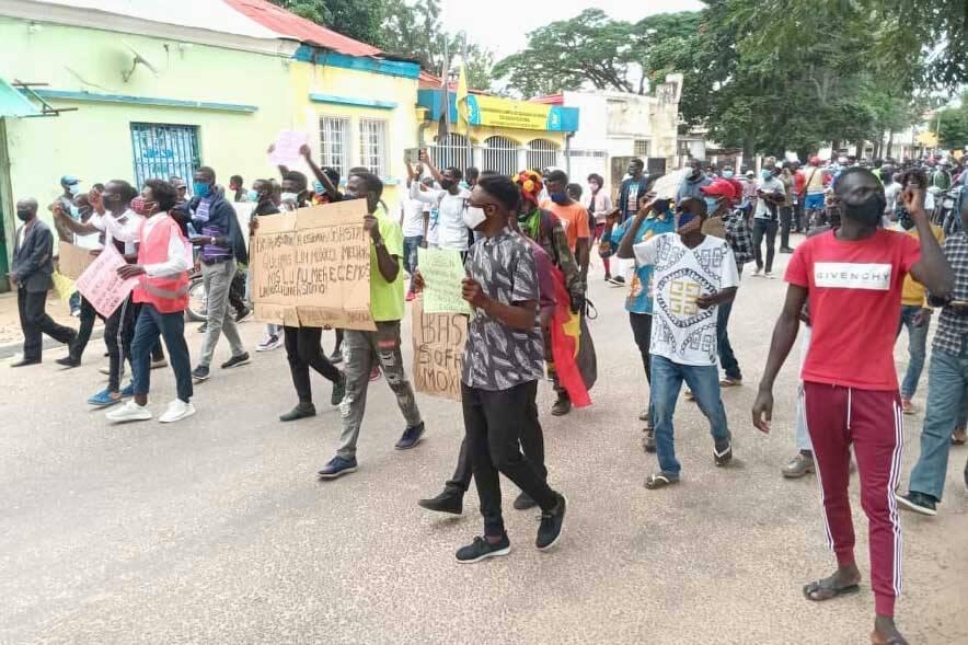 Angola, a força bruta do poder e o poder em bruto da resistência